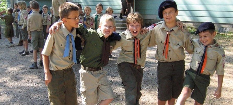 Niños transgénero y gays son admitidos hoy en día en los boy scouts