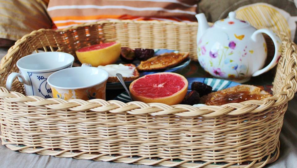 dia-de-la-madre-regalos-para-mama-desayuno-en-cama-estereotipos