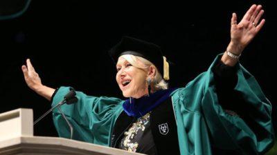 Helen Mirren aconseja a los graduados que sean feministas