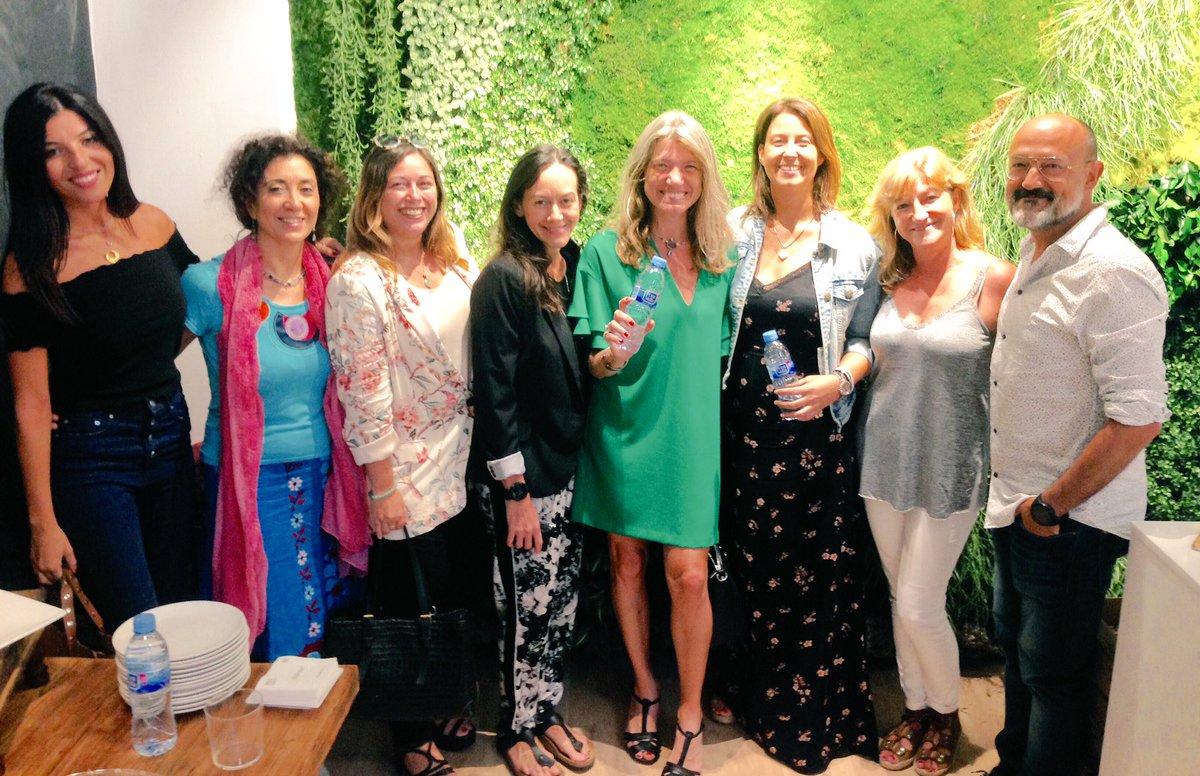 influencers apoyando al emprendimiento social femenino