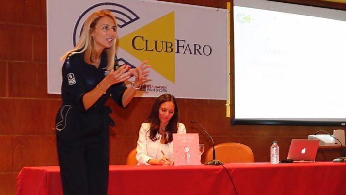 """Presentación """"Carla no es Carla, sino Carlos"""". Club Faro de Vigo."""